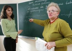 Учителям Киева повысили надбавки на 10%