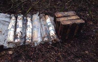 Під Слов янськом знайшли схованку з гранатометами