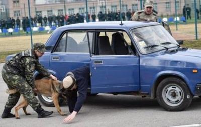 Порошенко показали мастер-класс по задержанию преступников