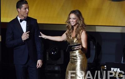 Ведуча церемонії Золотого М яча: Роналду знай собі супроводжував Неймара