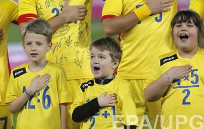 Румунія вийшла на матч з Італією в  математичних  футболках