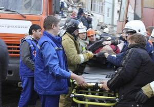 В России спасатели на руках вынесли 25 человек из затопленного нечистотами здания