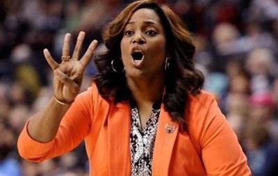 Тренера жіночої команди звільнили за відсторонення баскетболісток-лесбіянок
