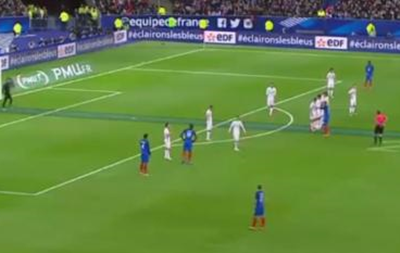 Гарний удар з 30 метрів від гравця збірної Франції у ворота Росії