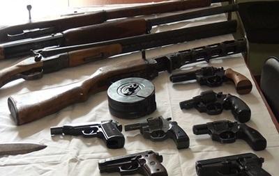 Киевляне принесли в полицию более 300 единиц оружия