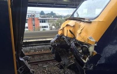 В Великобритании столкнулись два поезда
