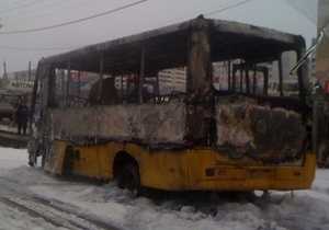 В Одессе сгорела маршрутка: пострадал водитель