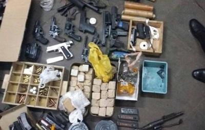 На киевском заводе обнаружен крупный склад оружия