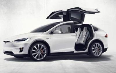 Tesla не встигає із випуском Model X через  зарозумілість