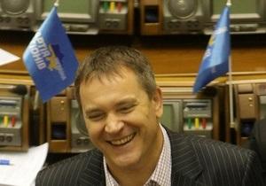 Ъ: Колесниченко просит лишить Интертелеком лицензии из-за отказа перевести договор на русский