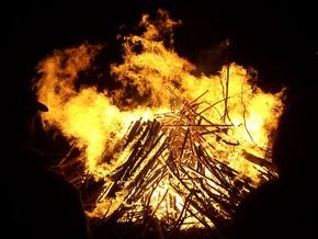 Ученые: Человек научился использовать огонь на 100 тысяч лет раньше, чем предполагалось