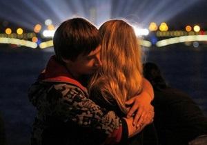 В Британии 18-летняя девушка скончалась после первого поцелуя