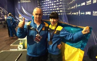 Українська збірна з важкої атлетики здобуває першу медаль на чемпіонаті