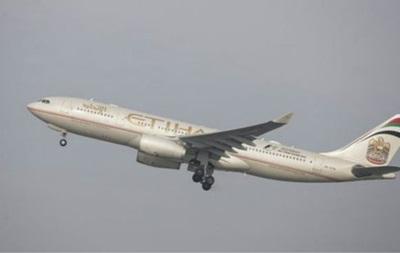 Літак повернули назад заради пасажирів, у яких помирав онук