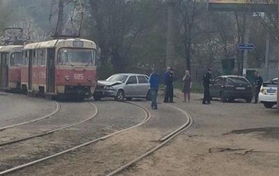 В Харькове Volkswagen врезался в трамвай