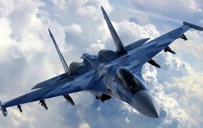 Російський Су-27 перехопив американський літак
