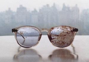 В Twitter Обамы появилось фото окровавленных очков Джона Леннона