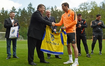 Федерація хокею України подарувала Срні і Луческу хокейні футболки