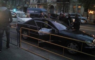 У центрі Києва зі стріляниною затримали Mercedes