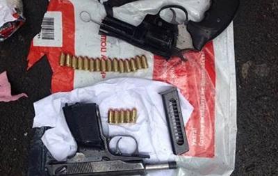 СБУ розкрила банду, що торгувала зброєю поштою