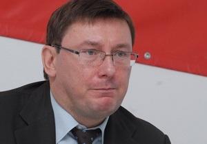 Луценко пытается воссоздать  демократическую оппозицию  в НУ-НС, но получается  хреново