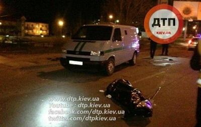 У Києві авто інкасаторів на смерть збило пішохода