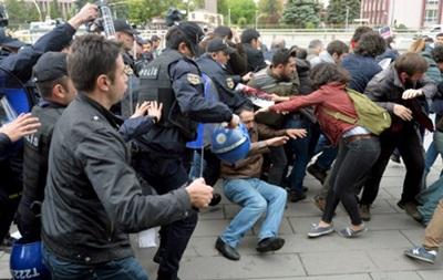 Поліція Туреччини розігнала демонстрантів сльозогінним газом