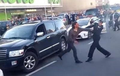 В Киеве водитель Infiniti подрался с полицейскими