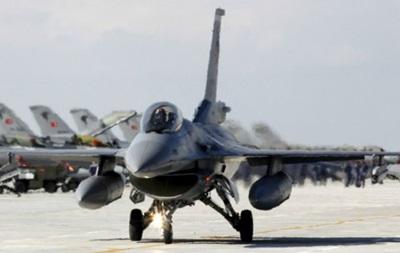 США отказали Пакистану в субсидиях на покупку истребителей F-16