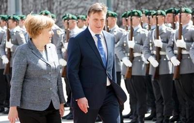 Меркель виступила за діалог між НАТО і Росією