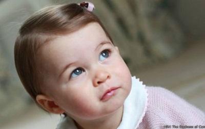 Опубліковані нові фото принцеси Шарлотти