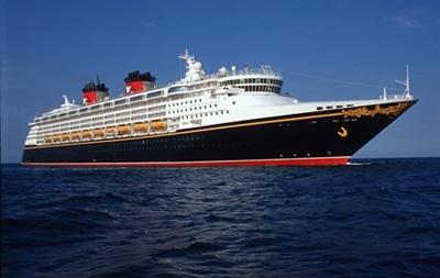 Около 100 человек отравились на борту круизного лайнера в США