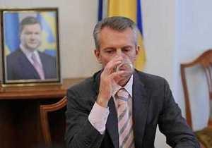 СМИ: Янукович готовит увольнение Калетника и Хорошковского