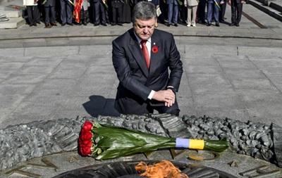 Нас захищають нащадки  червоних  і УПА - Порошенко