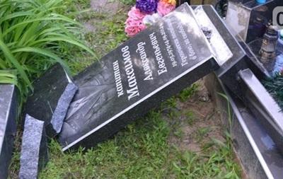 У Полтаві п яний завалив пам ятник учаснику АТО
