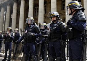 Во Франции арестовали 11 человек, подозреваемых в причастности к подготовке терактов
