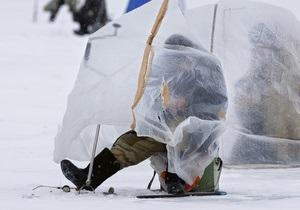 В Каховском водохранилище спасли рыбака