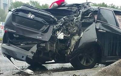 Автомобіль нардепа Геращенка розбився об стовп
