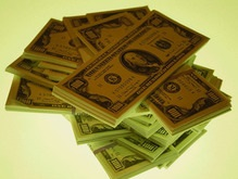 Впервые в истории курс доллара упал до 1,55 евро