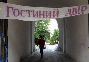 новости Киева - Гостиный двор - УП: В Киеве неизвестные избили активиста Гостиного двора