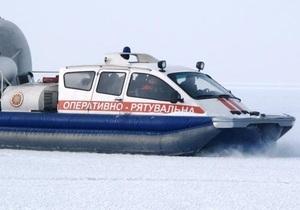 В Запорожской области спасатели сняли со льдины восемь рыбаков и пятерых вытянули из воды