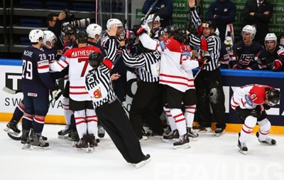 ЧС з хокею: Фінляндія зіграє з Канадою у фіналі