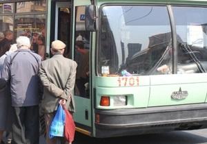 В Сумах маршрутчик выбил зуб пожилой женщине-водителю троллейбуса