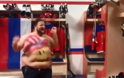 Американский фанат справил нужду на амуницию лидера сборной России по хоккею