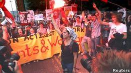 В Манчестере проходит 30-тысячный марш протеста