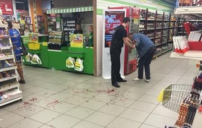 У супермаркеті Запоріжжя чоловік порізав собі вени - соцмережі