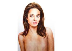В галерее Лондона выставили портрет полуобнаженной Анджелины Джоли после операции по удалению груди