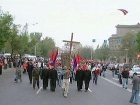 В Ереване проходит факельное шествие в память жертв геноцида армян