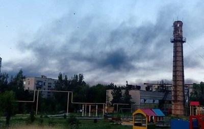 Обстрел Докучаевска: загорелась фабрика