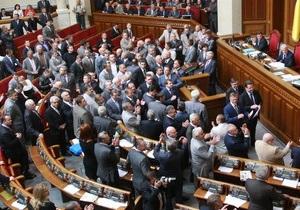 Депутат от НУ-НС пришла в парламент в шапочке Деда Мороза